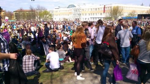 Valborg in Uppsala im Ekonomikumparken an einem sonnigen Tag