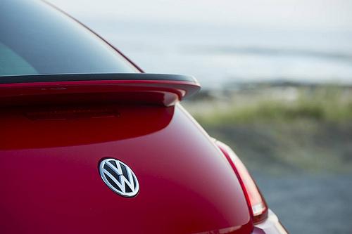 Das sportlich-elegant geschwungene Heck des VW Beetle (Bildquellenangabe: © NRMA New Cars / flickr.com)