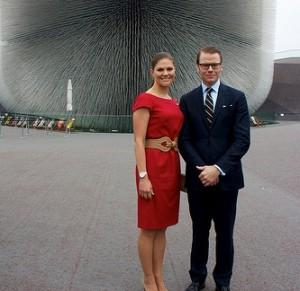 Victoria und Daniel sind ein Blickfang für die Medien (c) Swedish Pavilion at Shanghai Expo 2010 / flickr.com
